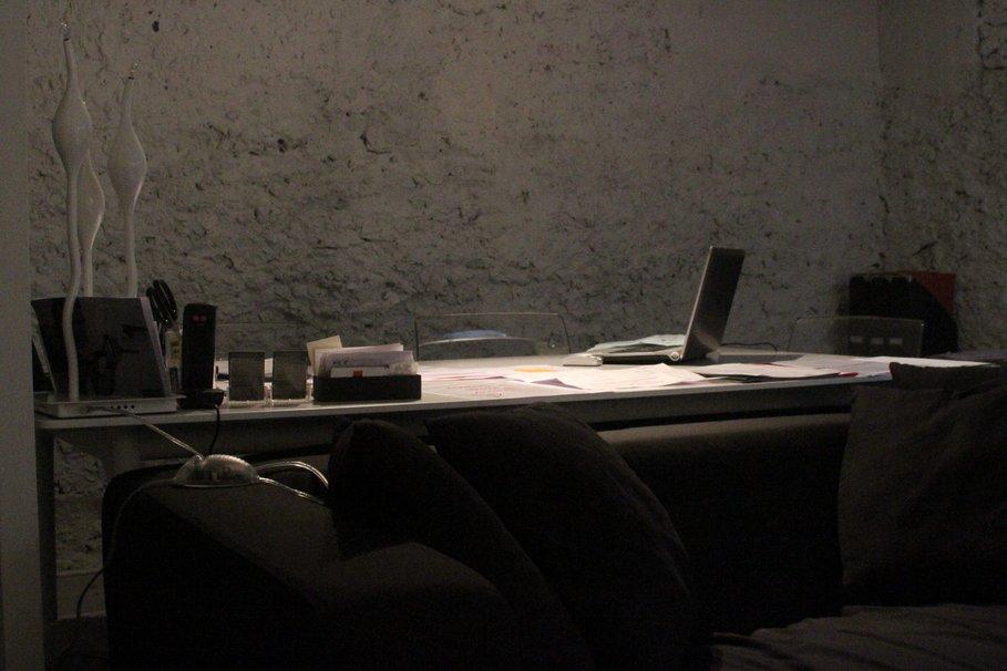 Piece bureau noir et blanc réunion intérieur de la pièce avec une