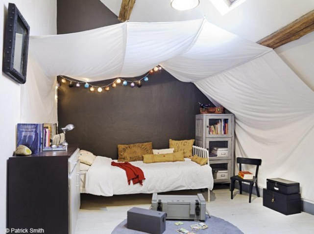 d co chambre en comble exemples d 39 am nagements. Black Bedroom Furniture Sets. Home Design Ideas