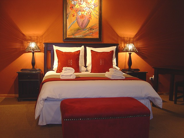 D co chambre orange marron exemples d 39 am nagements - Tableau couleur chaude ...