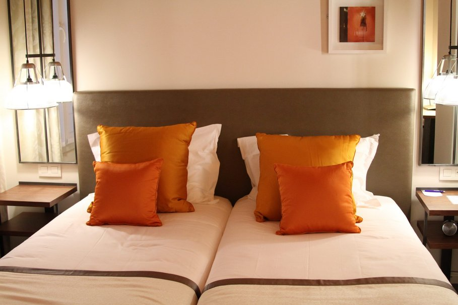 d co chambre orange et beige. Black Bedroom Furniture Sets. Home Design Ideas
