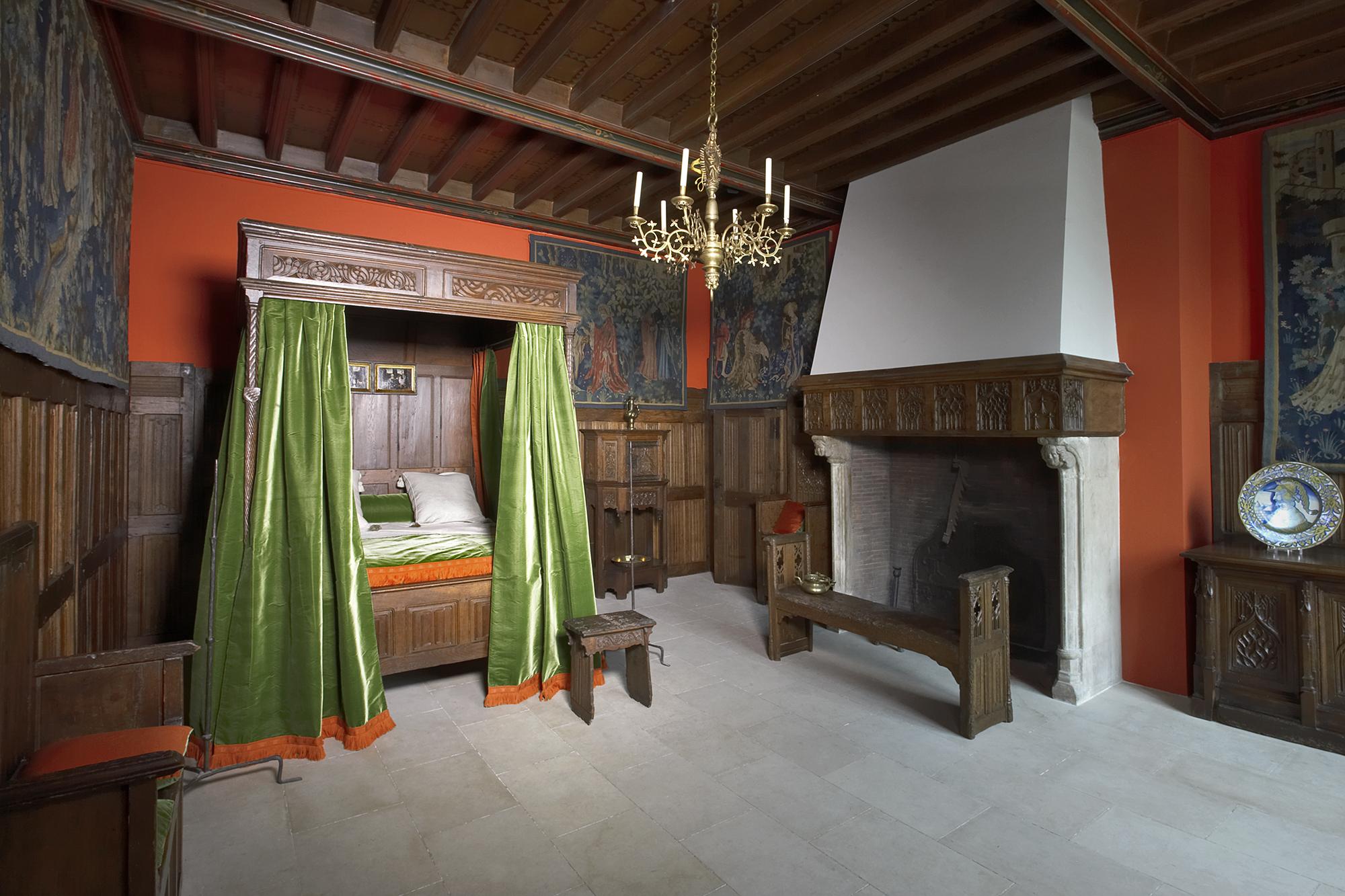 d co chambre renaissance exemples d 39 am nagements. Black Bedroom Furniture Sets. Home Design Ideas