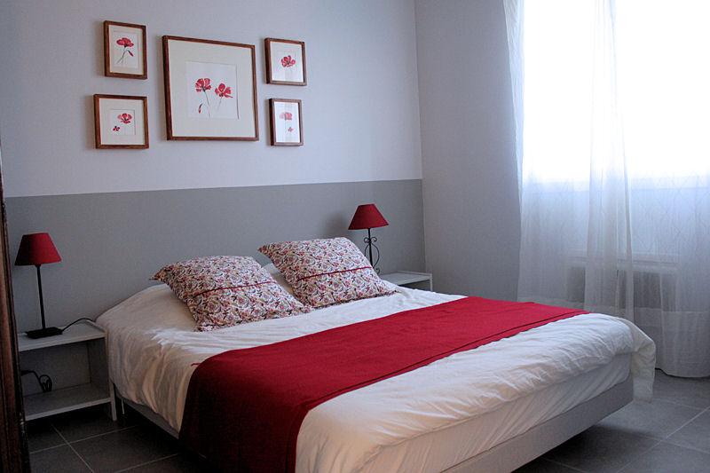 D co chambre rouge et blanc exemples d 39 am nagements for Deco appartement rouge et blanc