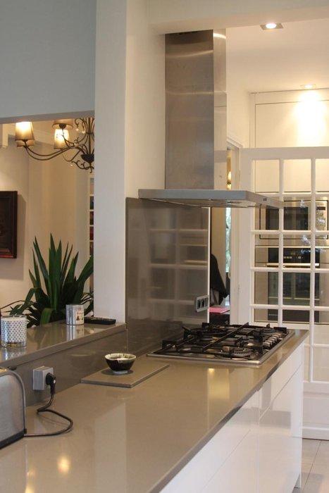 d co cuisine grise et beige exemples d 39 am nagements. Black Bedroom Furniture Sets. Home Design Ideas