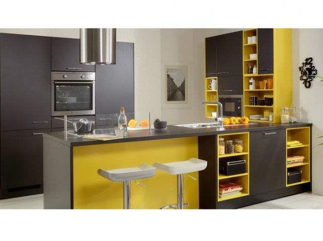 d co cuisine jaune et gris exemples d 39 am nagements. Black Bedroom Furniture Sets. Home Design Ideas