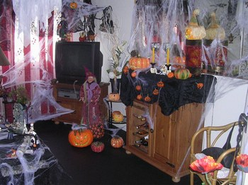 D co halloween salon exemples d 39 am nagements for Decoration de jardin pour halloween