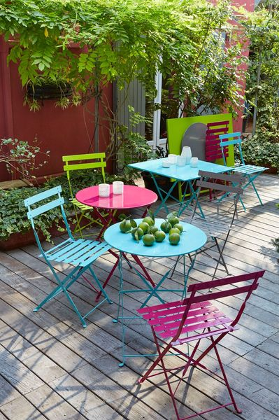Stunning salon de jardin en metal colore images for Decoration jardin colore
