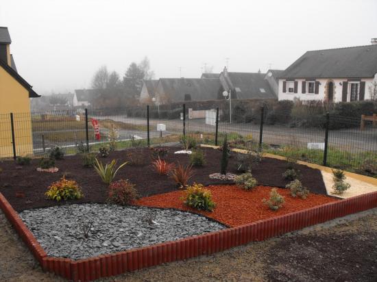 D co jardin paillage exemples d 39 am nagements for Exemple de deco jardin
