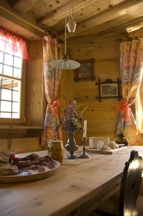 Une maison de campagne rustique et moderne PLANETE DECO a homes world