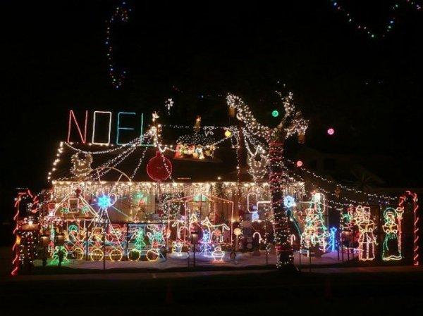 D co maison noel exterieur exemples d 39 am nagements - Illumination de noel pas cher ...
