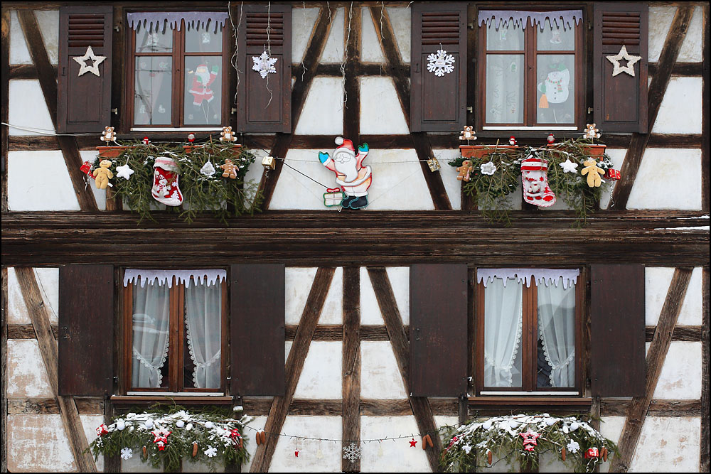 D co noel maison alsace exemples d 39 am nagements for Decoration de facade maison