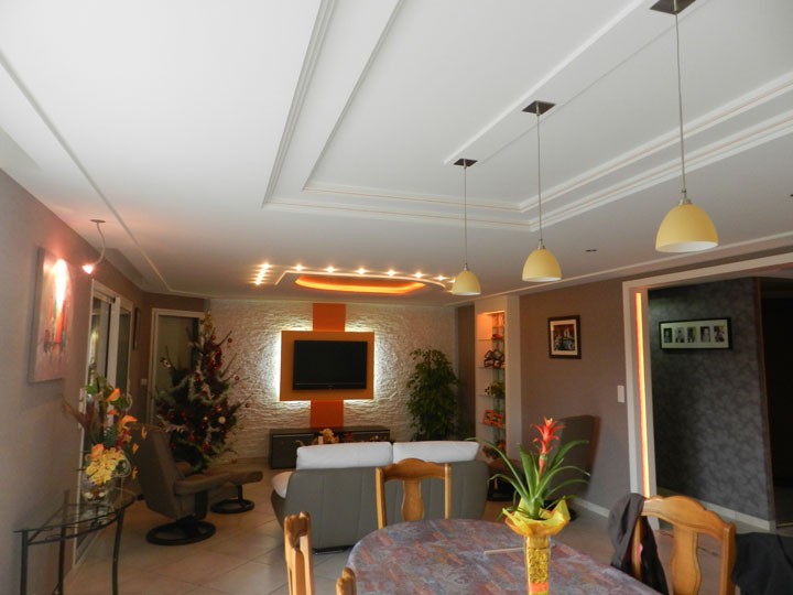 D co plafond salon exemples d 39 am nagements for Decoration du plafond