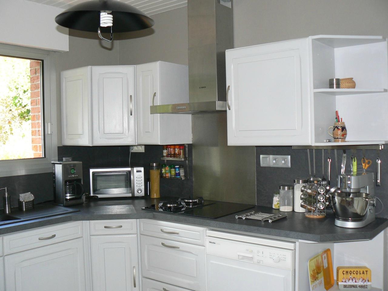 D co relooking cuisine exemples d 39 am nagements for Idee peinture cuisine meuble blanc