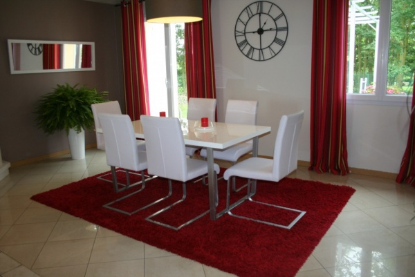 D co salle a manger gris et rouge exemples d 39 am nagements for Deco salon rouge et gris