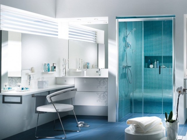 D co salle de bain bleu et vert exemples d 39 am nagements - Salle de bain gris bleu ...