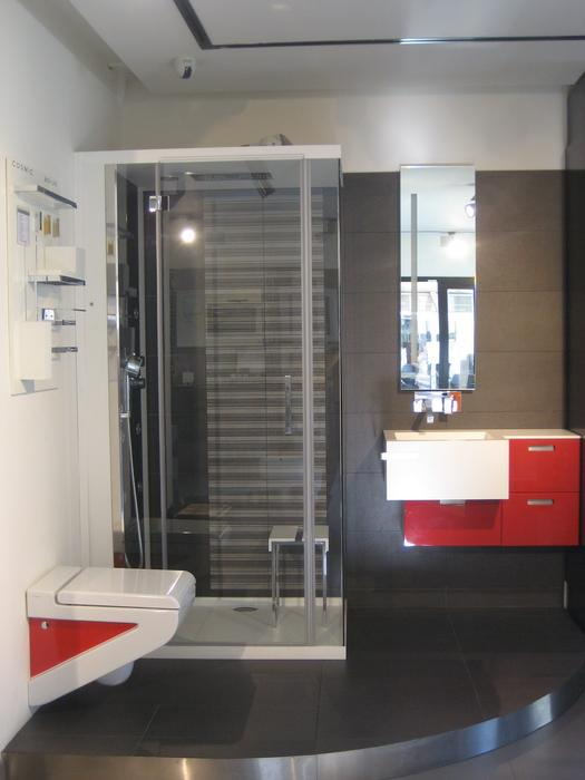 D co salle de bain en gris exemples d 39 am nagements for Deco salle de bain grise et blanche