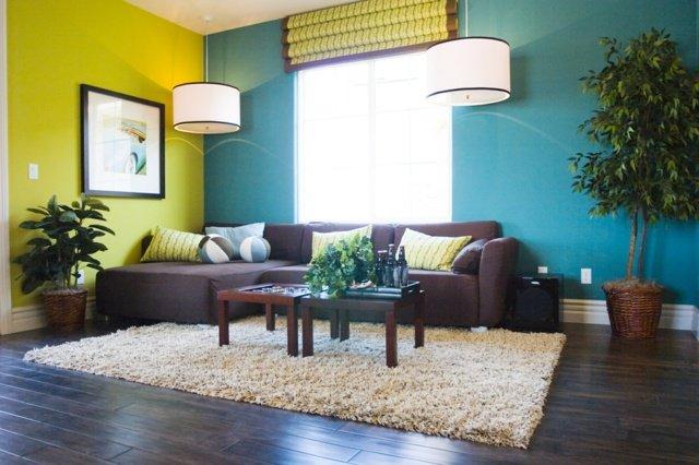 photo déco salon bleu et jaune