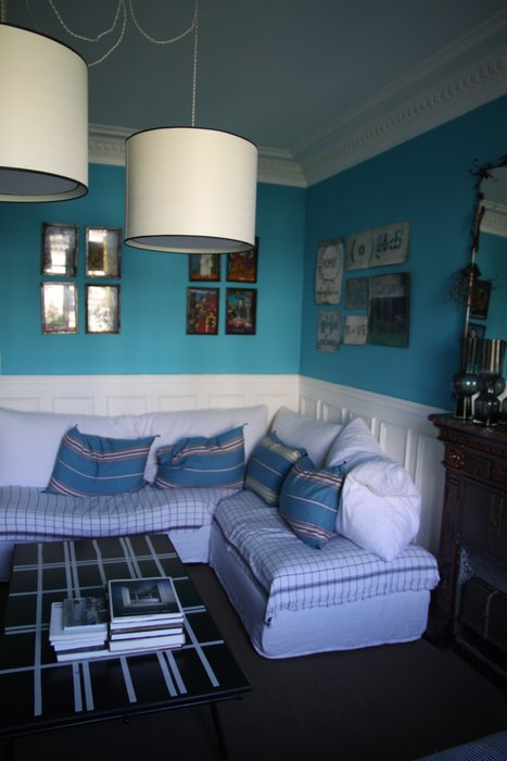 d co salon noir et blanc turquoise exemples d 39 am nagements. Black Bedroom Furniture Sets. Home Design Ideas