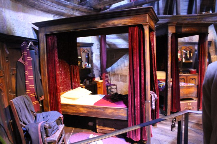 d coration chambre harry potter exemples d 39 am nagements. Black Bedroom Furniture Sets. Home Design Ideas
