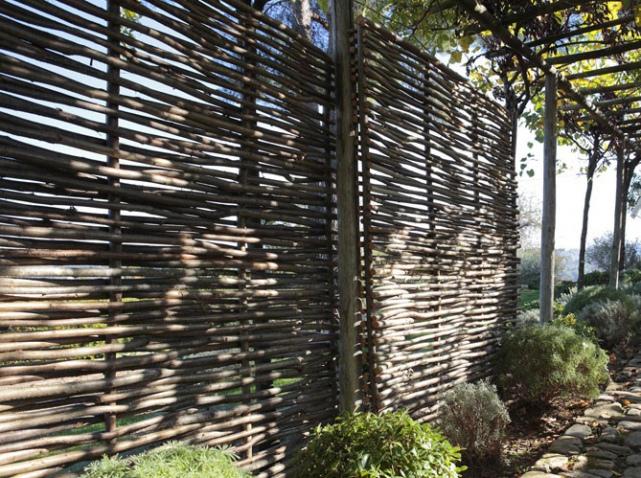 d coration cloture jardin exemples d 39 am nagements. Black Bedroom Furniture Sets. Home Design Ideas