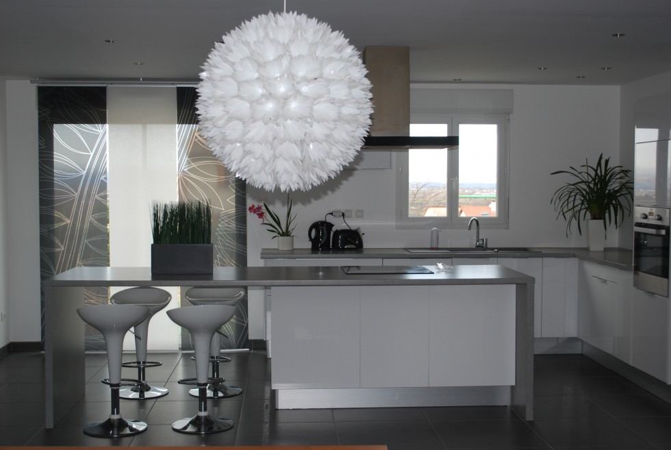 D coration cuisine blanc et grise exemples d 39 am nagements for Decoration de cuisine grise