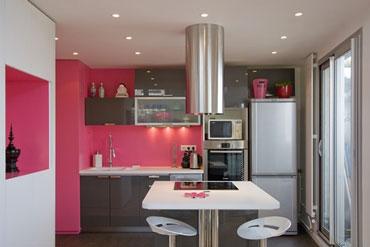 d coration cuisine couleur framboise exemples d 39 am nagements. Black Bedroom Furniture Sets. Home Design Ideas