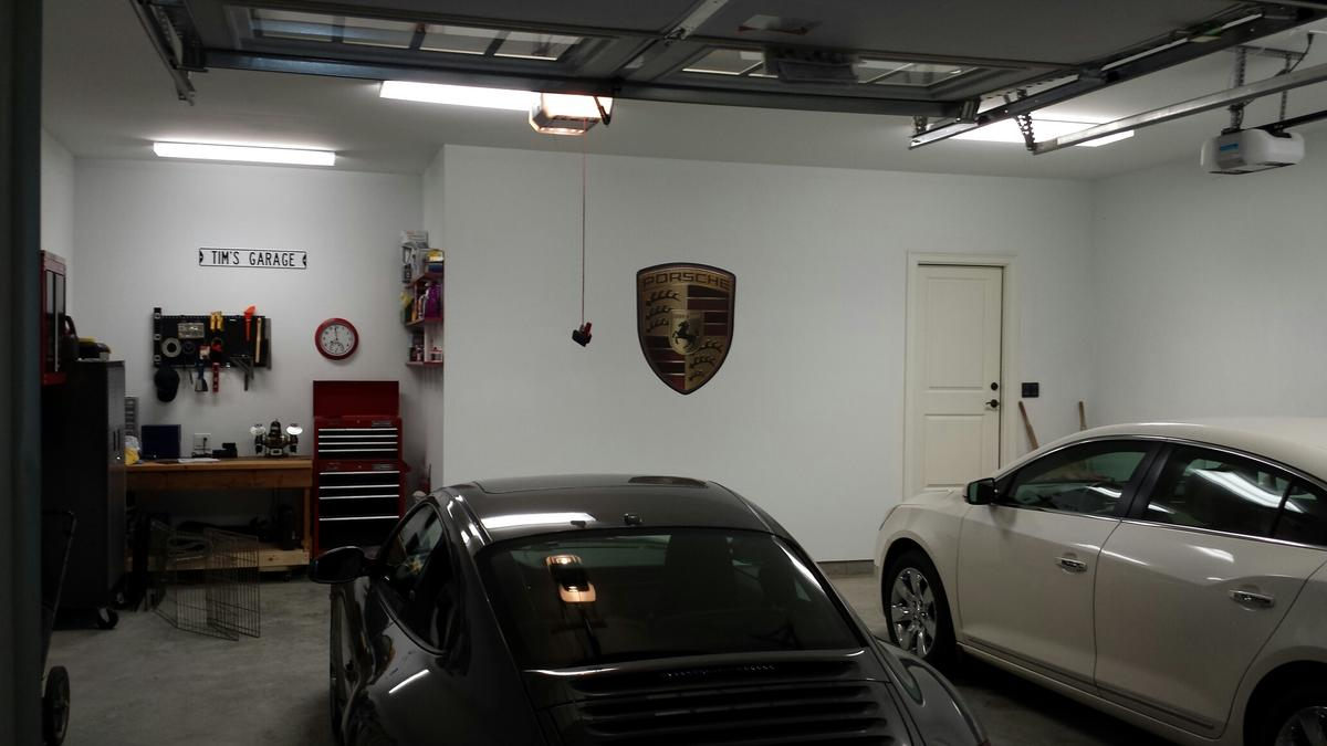 d coration garage porsche exemples d 39 am nagements. Black Bedroom Furniture Sets. Home Design Ideas