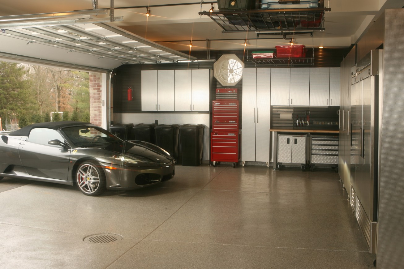 D coration garage porsche exemples d 39 am nagements - Decoration garage automobile ...