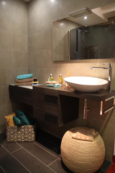 D coration luminaire salle de bain exemples d 39 am nagements Decoration faience salle de bain