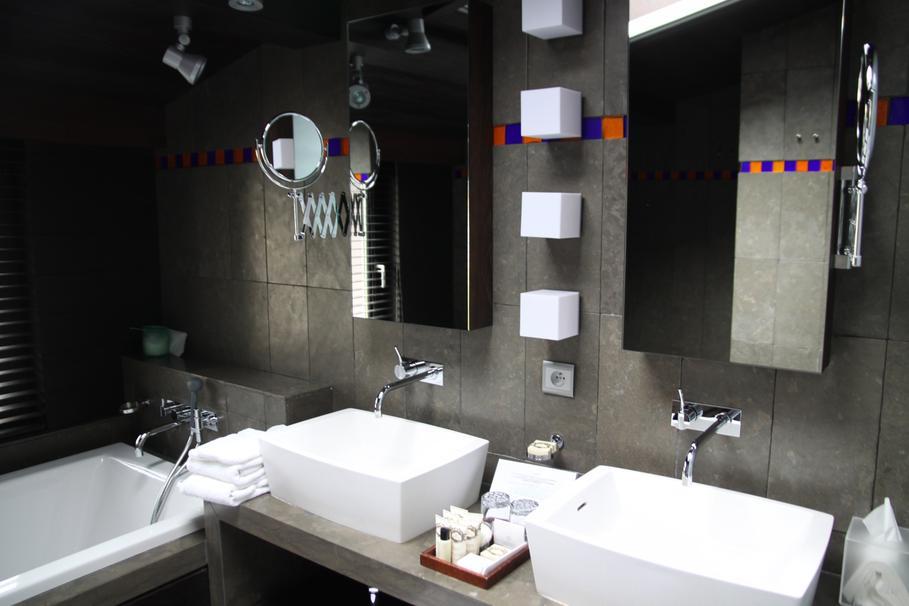 awesome decoration salle de bain noir et blanc contemporary - Salle De Bain Gris Et Noir