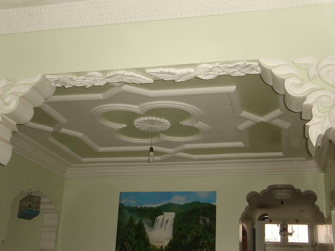 D coration salon avec platre exemples d 39 am nagements for Decoration pour plafond