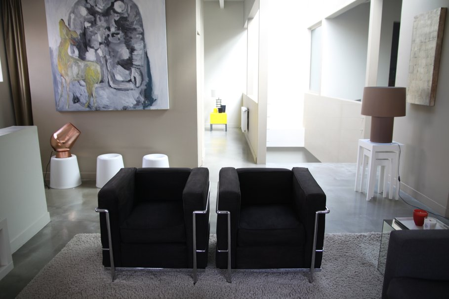 D coration salon noir exemples d 39 am nagements for Salon cuir noir decoration