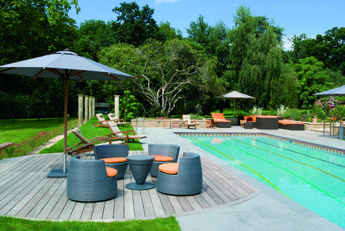 D coration terrasse piscine bois exemples d 39 am nagements for Deco bord de piscine