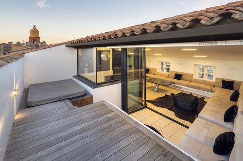 d coration terrasse tropezienne exemples d 39 am nagements. Black Bedroom Furniture Sets. Home Design Ideas